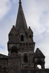 Eglise de la Sainte-Trinité-Notre-Dame - Français:   Extérieur de l\'église Sainte-Trinité de Tinténiac (35). Pinacles et tour-clocher.