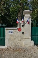 Maison dite la Boisserie - Français:   Entrée de la Boisserie à Colombey-les-Deux-Églises (Haute-Marne, France).