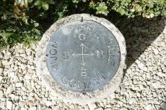 Maison dite la Boisserie - Français:   Table d\'observation dans le parc de la Boisserie à Colombey-les-Deux-Églises (Haute-Marne, France).