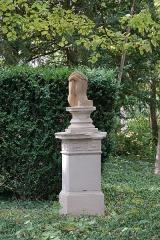 Maison dite la Boisserie - Français:   Sculpture dans le parc de la Boisserie à Colombey-les-Deux-Églises (Haute-Marne, France).