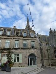 Hôtel - Français:   Hôtel, 4 rue Olivier de Clisson à Josselin
