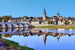 Grand pont sur la Loire - Français:   Vue de La Charité-sur-Loire depuis la rive gauche de la Loire