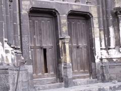 Eglise Notre-Dame du Saint-Cordon -  portes d'entrées sur les côtés