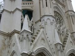 Eglise Notre-Dame du Saint-Cordon -  haut de la façade