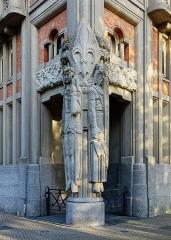 Hôtel de ville - Français:   Les géants Lydéric et Phinaert sur l\'hôtel de ville de Lille.