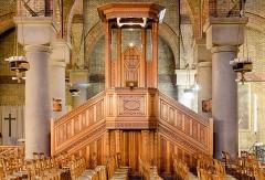 Eglise Saint-Michel dite des Batignolles - English:  Wooden pulpit of the Église Saint-Michel des Batignolles in Paris, France.