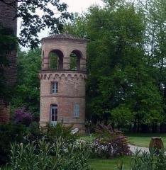 Château de Lastouzeilles - Français:   Château de Lastouzeilles à Palleville (81). Château d\'eau dans le parc du château.