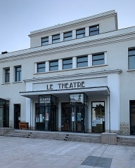 Théâtre municipal (ancienne Maison du Peuple) - French Wikimedian, software engineer, science writer, sportswriter, correspondent and radio personality