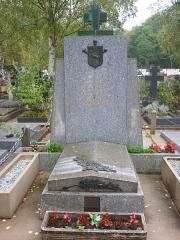 Cimetière de Liers - Français:   Tombe de l\'ataman Afrikan Bogaïevski au cimetière de Sainte-Geneviève-des-Bois