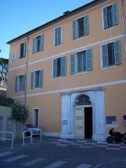 Ancienne abbaye de Saint-Pons, actuellement hôpital Pasteur - Français:   entrée du cloître de l\'ancienne abbaye Saint-Pons à Nice (Alpes-Maritimes, France), qui abrite actuellement un service de psychiatrie, au bâtiment M de l\'hôpital Pasteur.