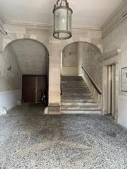 Ancien Hôtel de Peyré ou maison dite de Sully - Français:   Porche de l\'hôtel de Peyre à Pau