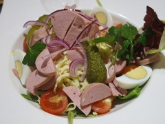 Immeuble - English:  Strasburger salad with cervelat and emmental. Restaurant Au Dauphin in Strasbourg (Bas-Rhin, France).