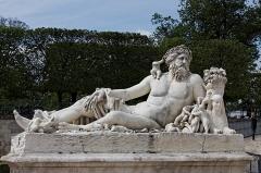 Palais du Louvre et jardin des Tuileries -  «Le Nil» dans le jardin des Tuileries à Paris.
