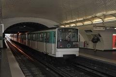 Métropolitain, station Pasteur - Deutsch:  Pariser Métrostation Pasteur der Linie 6 mit Zug der Baureihe MP 73