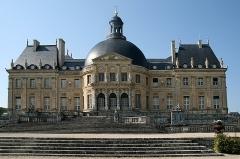 Château de Vaux-le-Vicomte - Français:   Façade sud du château de  Vaux-le-Vicomte -  Maincy (Seine-et-Marne, France).
