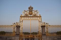 Domaine national de Versailles - Français:   porte d\'entrée, toute dorée, annonce la couleur et le grandiose du chateau