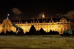 Hôtel des Invalides -  Vue des Invalides de nuit.