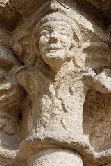 Eglise Notre-Dame - Français:   La collégiale Notre-Dame à Lamballe (Côtes d\'Armor). Chapiteau de l\'ébrasement droit du portail occidental.