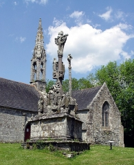 Chapelle Saint-Vennec - Deutsch:   Briec (Bretagne, Finistère) Kapelle Saint-Vennec mit ihrem Calvaire (datiert 1556).