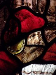 Chapelle de Saint-Herbot avec son calvaire -  Verrière de Saint-Laurent en la chapelle de Saint-Herbot, commune de Plonévez-du-Faou (29).  Datation: 1556 et 1886.  Description: martyre de Saint-Laurent. Détail.