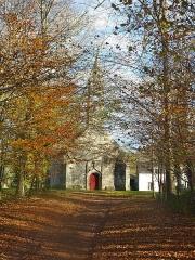 Chapelle Saint-Sébastien - Français:   Tréméoc: la chapelle Saint-Sébastien et son allée.
