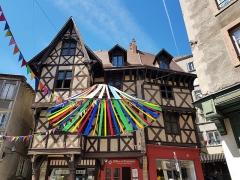 Ancien hôtel du Charriol, dit château ou maison du Piroux - Français:   Le château du Pirou à Thiers
