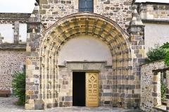 Eglise Saint-Pierre - Français:   Portail roman de l\'église Saint-Martin, Blesle