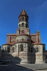 Basilique Saint-Julien -  Basilique Saint-Julien de Brioude: le chevet vue de la place Grégoire de Tours.