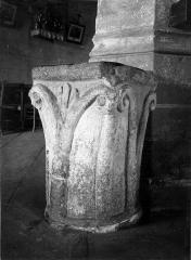 Eglise Saint-Saturnin - Deutsch:  Weihwasserbecken in der Kirche Saint-Saturnin in Rocles (Allier)