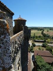 Ancien château - Français:   Le chemin de ronde