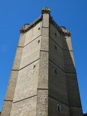 Ancien château - Français:   Le donjon haut de 43 m