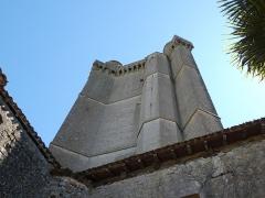 Ancien château - Français:   Le flanc nord et la tourelle d\'escalier