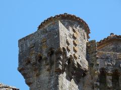 Ancien château - Français:   Les mâchicoulis du chemin de ronde