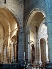 Eglise Saint-Genès (anciennement église prieurale Saint-Etienne) - Français:   Châteaumeillant - Église Saint-Genès - Piliers de la croisée du transept