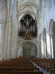 Eglise abbatiale Saint-Benoît - Français:   Église abbatiale Saint-Benoît de Saint-Benoît-sur-Loire (Loiret, France): nef et orgue