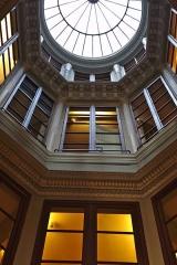 Immeuble (ancienne maison de l'Armateur, actuellement Musée de l'Armement naval) -  La Maison de l'armateur  au Havre: le puits de lumière vu du rez-de-chaussée.