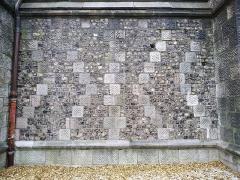 Eglise Saint-Jacques - Français:   Mur extérieur de l\'église Saint-Jacques (Le Tréport), en damiers de grès sombre et de silex.