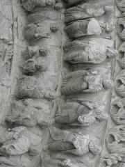 Eglise Saint-Médard -  Façade occidentale de l'église Saint-Médard de Thouars (79). Section centrale. Détail sculpté.