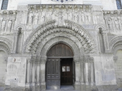 Eglise Saint-Médard -  Façade occidentale de l'église Saint-Médard de Thouars (79). Section centrale.