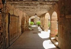 Ancienne abbaye Saint-Pierre de Lunas - Français:   France - Hérault - Joncels - Abbaye - galerie nord du cloître