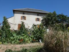 Ferme Cal Mateu - English:  House view from the garden
