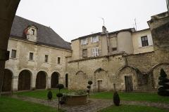 Ancien prieuré Saint-Léger - Français:   le cloitre de COgnac.