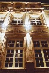 Immeuble - Français:   Façade illuminée dans le quartier renaissance en Ville Haute