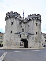 Porte Chaussée (porte et passage entre deux tours) - Français:   Porte Chaussée (Verdun)
