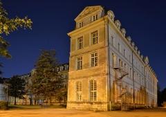 Anicenne abbaye Saint-Vincent, actuellement lycée Bellevue -  Vue nocturne de l'Abbaye Saint-Vincent, actuel lycée Bellevue - Le Mans, Sarthe