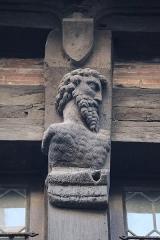 Maison de la Reine-Bérangère -  Musée de la Reine Bérangère au Mans (72) Maison du Drapier. Détail sculpté.