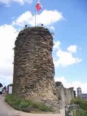 Château - Français:   Tour à l\'entrée du château de Talmont-Saint-Hilaire