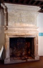 Maison dite le Grand Quartier - Français:   Valognes (Normandie, France). Cheminée du XVIIe siècle de la maison du Grand Quartier.