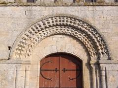 Eglise du Fresne - Français:   Le Fresne-Camilly (Normandie, France). Archivoltes du portail de l\'église Notre-Dame.
