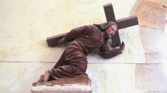 Eglise - Français:   Christ portant sa croix